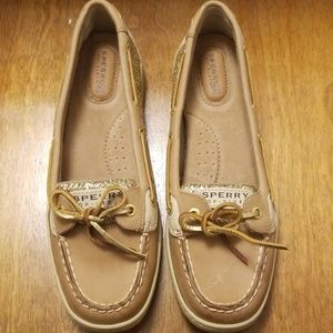 Size 9 Sperry Shoes Never worn